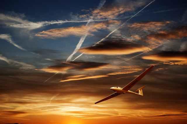 glider-glide-landing-thermals-163289.jpeg